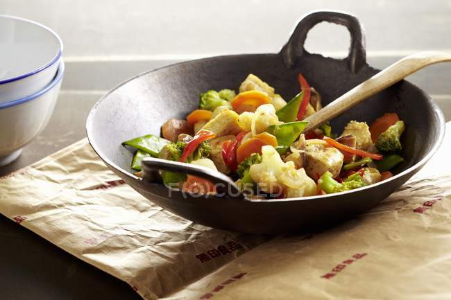 Stir-fried vegetables with tofu in wok — Stock Photo