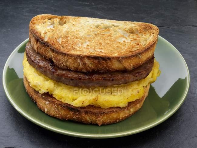 Яєчня сендвіч — стокове фото