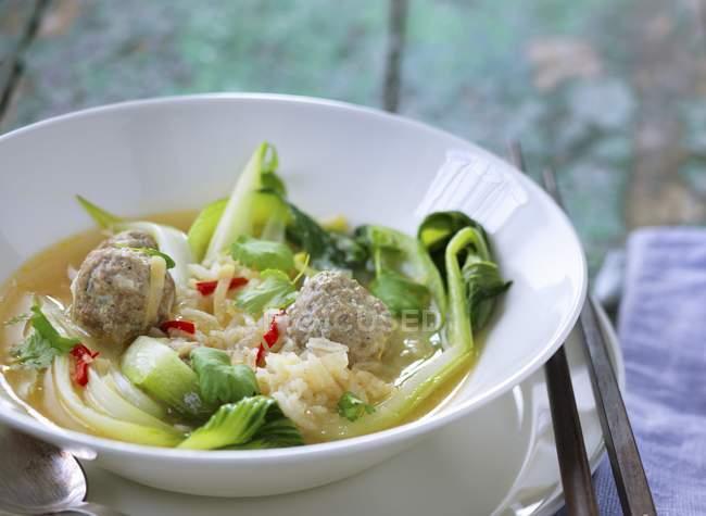 Soupe orientale au bok choy — Photo de stock