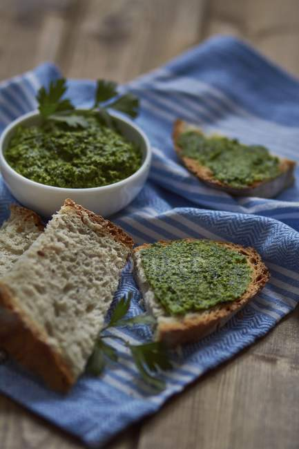 Parsley pesto and bread — Stock Photo