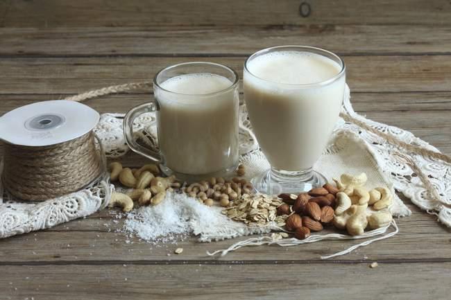 Gläser vegane Milch — Stockfoto
