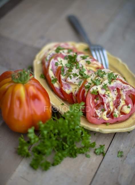 Pomodori con prezzemolo — Foto stock