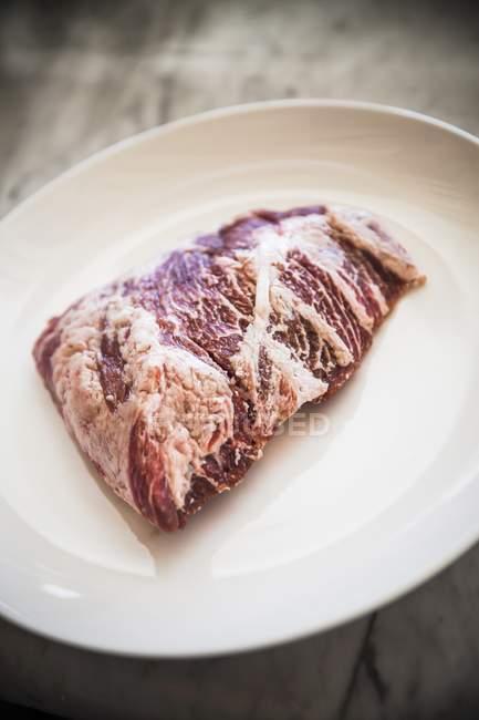 Свіжа сировина яловичини — стокове фото