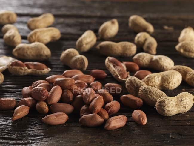 Erdnüsse roh, ungeschält — Stockfoto