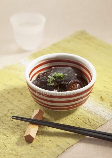 Detailansicht von Algen in Soja-Sauce gegart — Stockfoto
