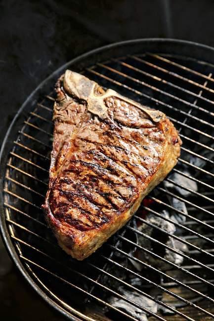 T-bone steak on barbecue — Stock Photo