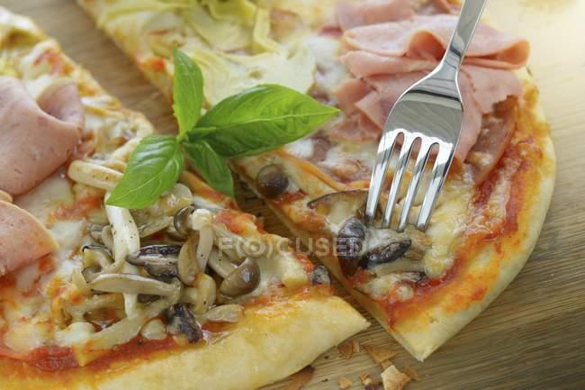 Піца з Туреччина ковбасу — стокове фото