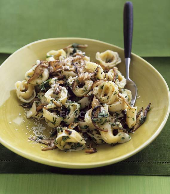 Tortellini pasta with mushrooms — Stock Photo