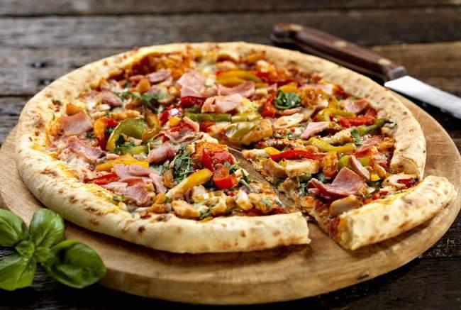 Pierre pizza cuite au four — Photo de stock