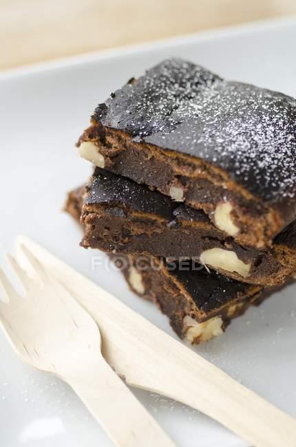 Brownies con le noci che serve — Foto stock
