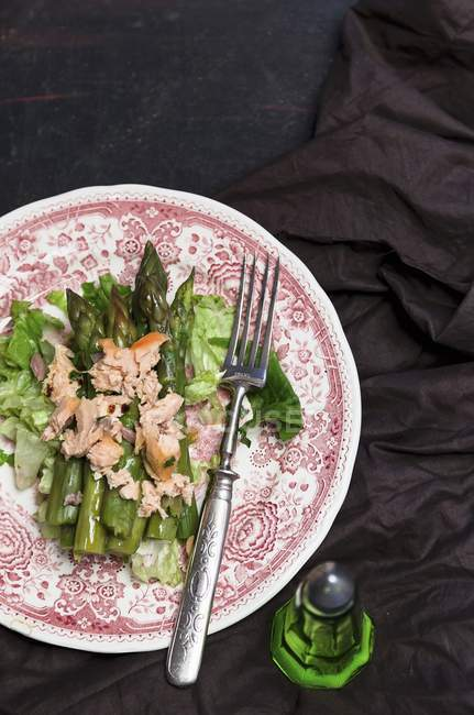 Asparagus salad with fish on plate — Stock Photo