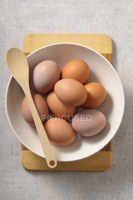 Bowl of fresh eggs — Stock Photo