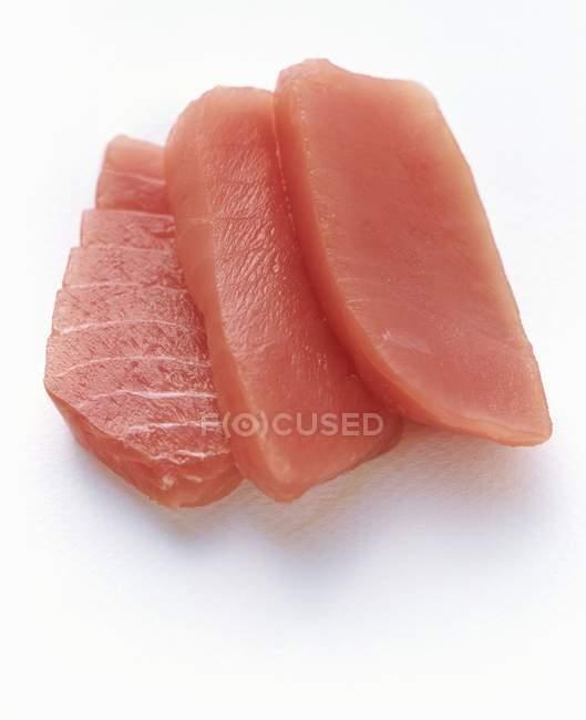Ломтики сырой рыбы — стоковое фото