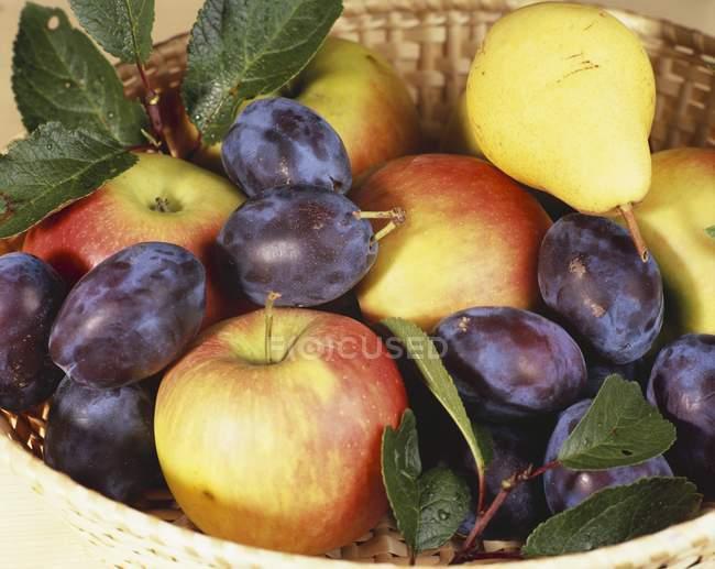 Fresh raw apples — Stock Photo