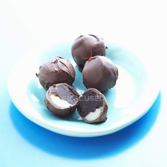 Потрійний шоколадні трюфелі — стокове фото