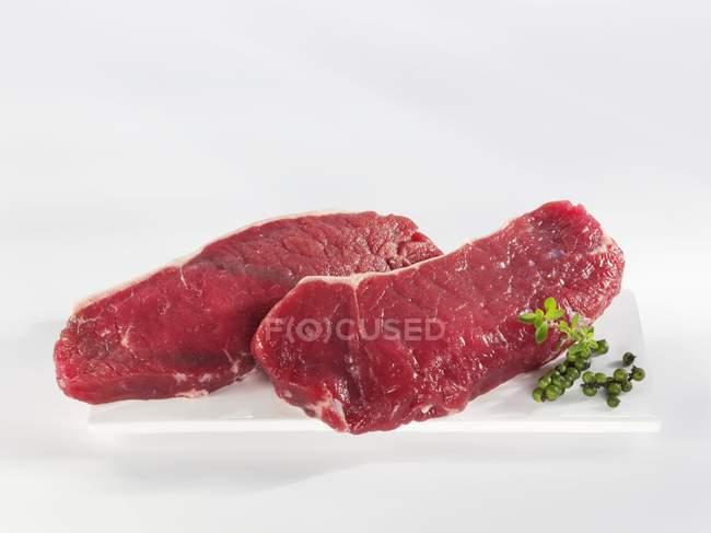 Стейки Філе яловичини з зеленим перцем — стокове фото