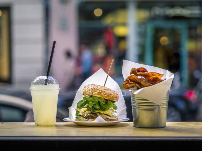 Side view of a burger with lemonade and chips in a fast food restaurant — Stock Photo