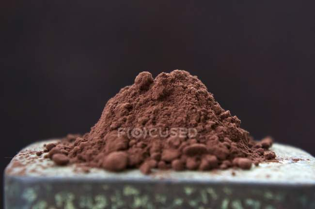 Cocoa powder on  tin — Stock Photo