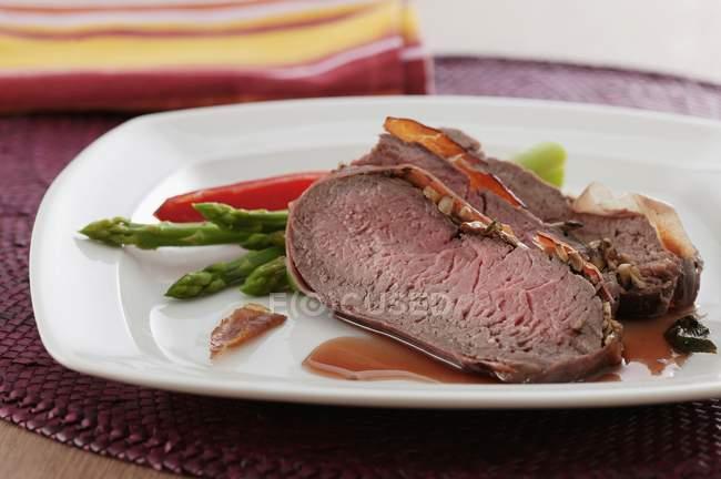 Філе яловичини в шинку — стокове фото