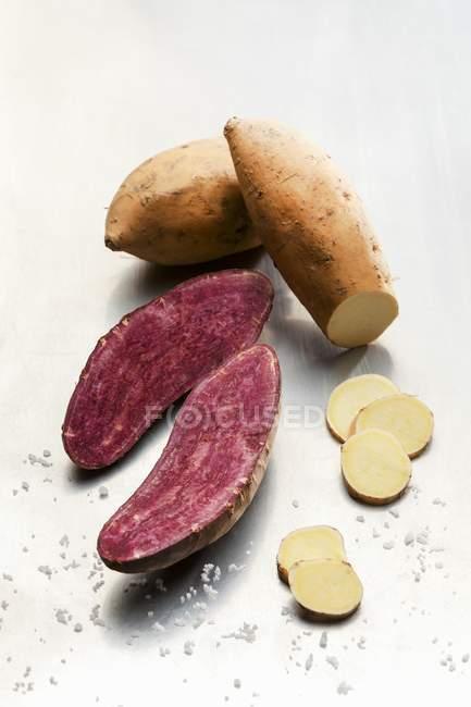 Batata-doce vermelha e branca — Fotografia de Stock