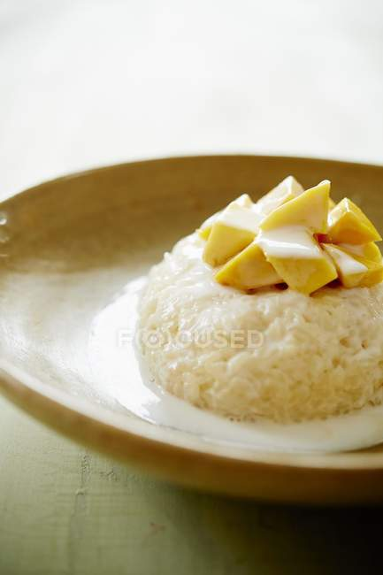 Mango rice with coconut milk — Stock Photo