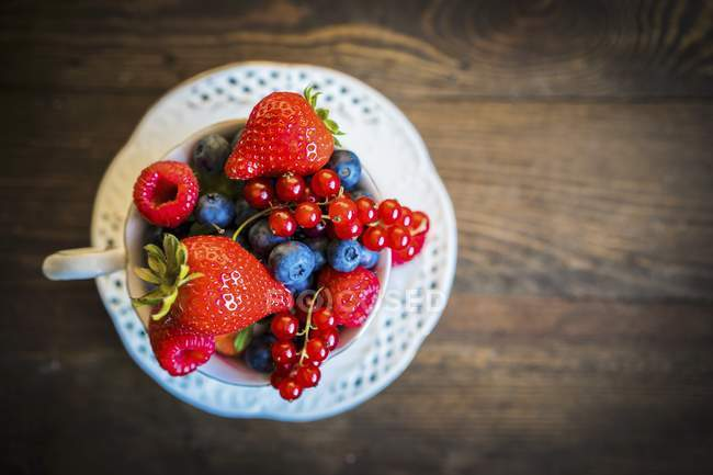 Fresh summer berries — Stock Photo