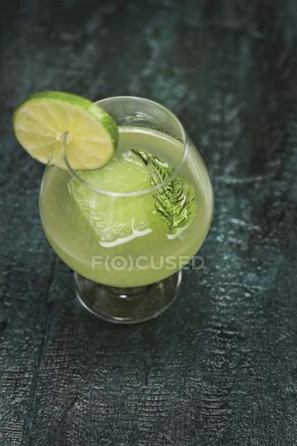 Cocktail mit Gin im Glas — Stockfoto