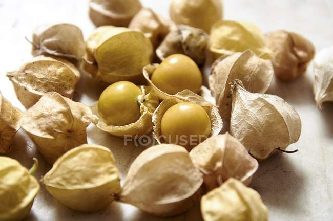 Physalis fruits with and without shells — Stock Photo