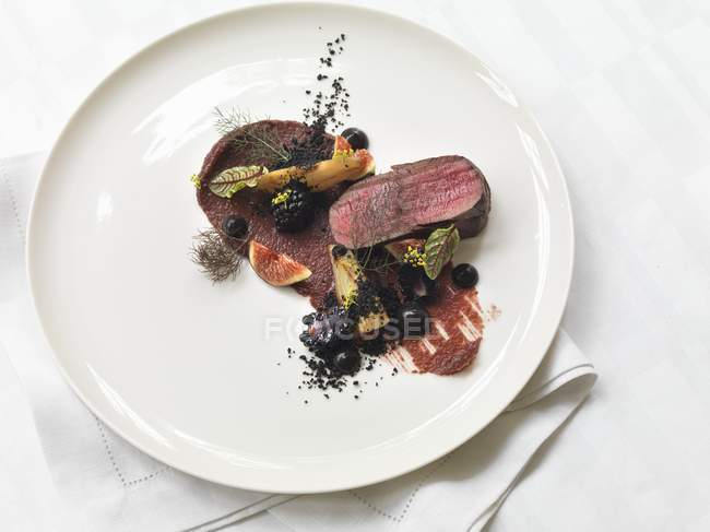 Venison fillet with figs — Stock Photo