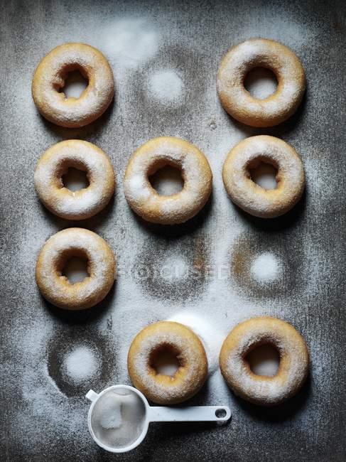 Beignes au caramel avec glaçage de sucre — Photo de stock