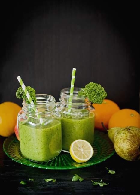 Grüne Frucht-Smoothies — Stockfoto