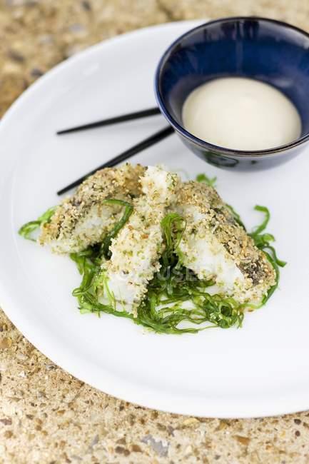 Fisch mit Sesam-Samen-Beschichtung — Stockfoto