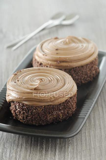 Chocolate cakes with cream — Stock Photo