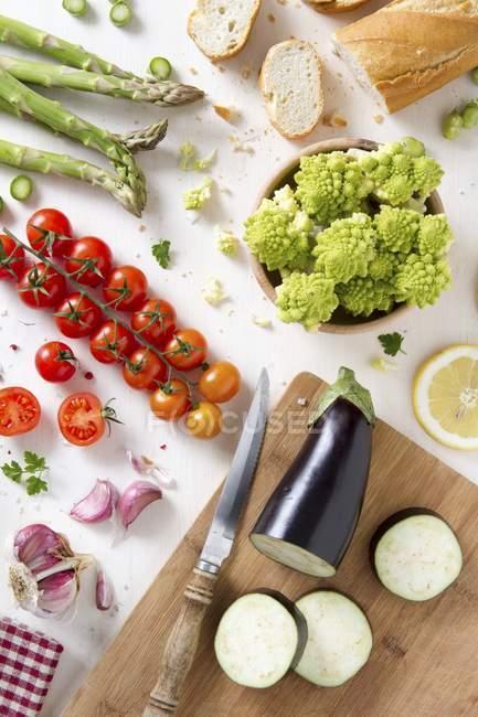 Anordnung von frischem Gemüse — Stockfoto