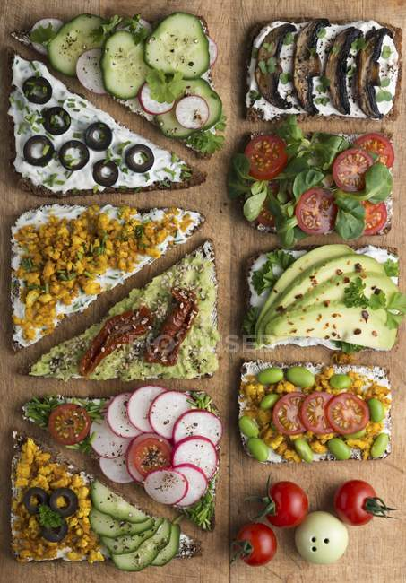 Wholemeal open sandwiches — Stock Photo
