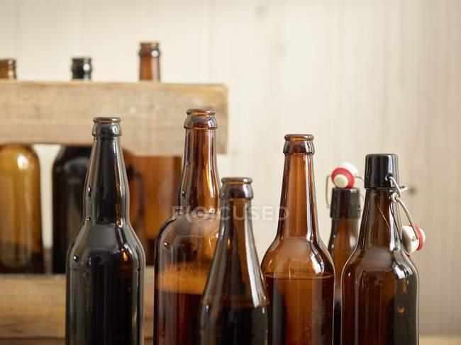 Открытые пивные бутылки — стоковое фото