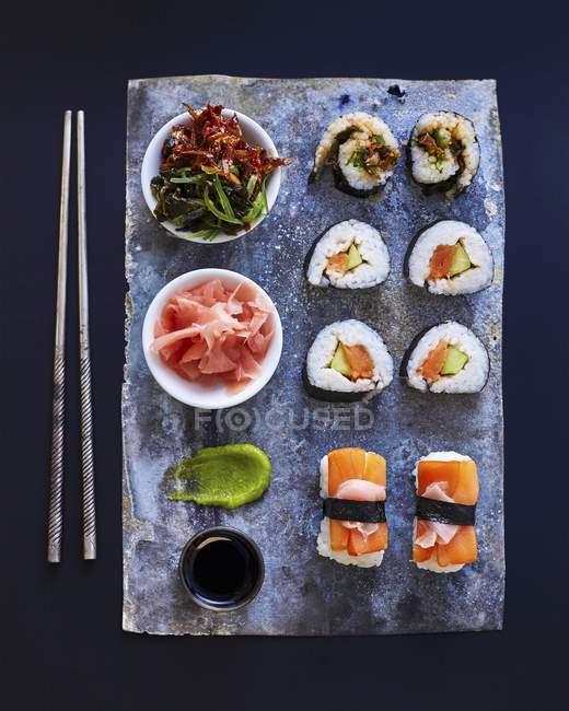Maki and nigiri sushi on platter — Stock Photo
