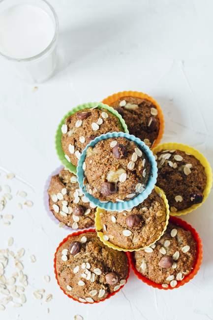 Muffins com avelãs e banana — Fotografia de Stock