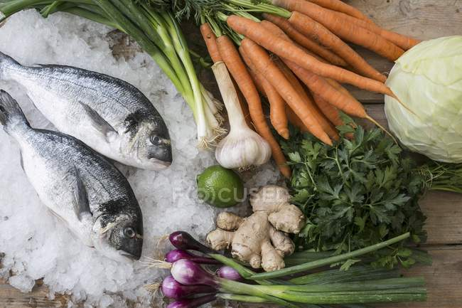 Sea breams with vegetables — Stock Photo