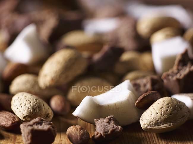Coco, chocolate e amêndoas — Fotografia de Stock