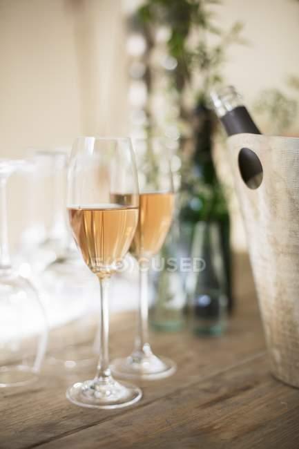 Aperitif mit rose Champagner gemacht — Stockfoto