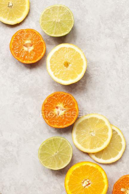 Sliced citrus fruits on table — Stock Photo