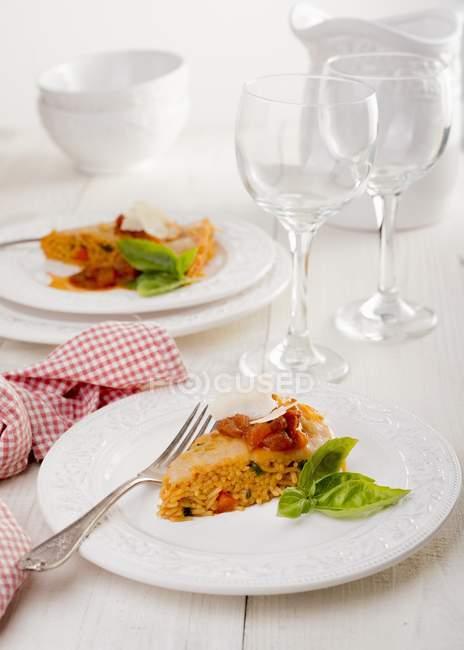 Spaghetti al forno con pomodori — Foto stock