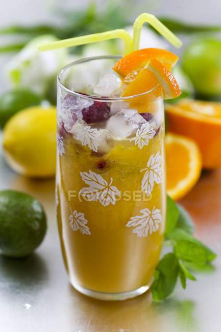 Closeup view of citrus fruit drink with ice cubes — Stock Photo
