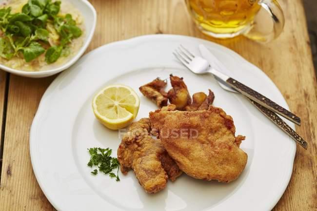 Gebratener Fasan mit Kartoffelsalat — Stockfoto
