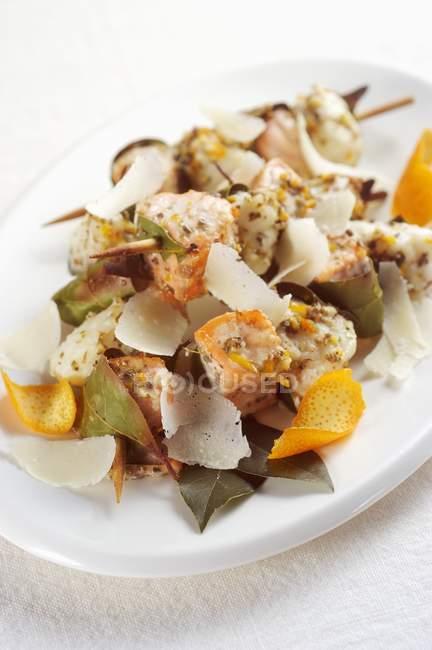 Рыбные шашлыки с лососем — стоковое фото