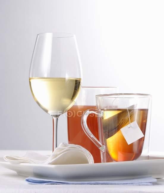 Бокал белого вина — стоковое фото