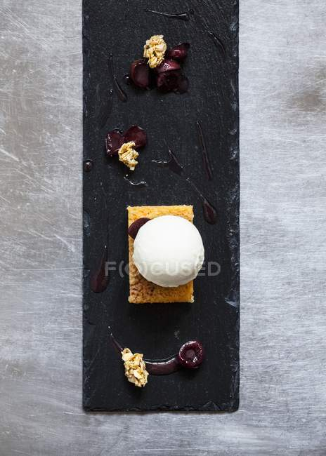 Ball of honey and rosemary parfait — Stock Photo