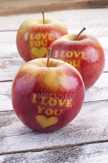 Tre mele rosse — Foto stock