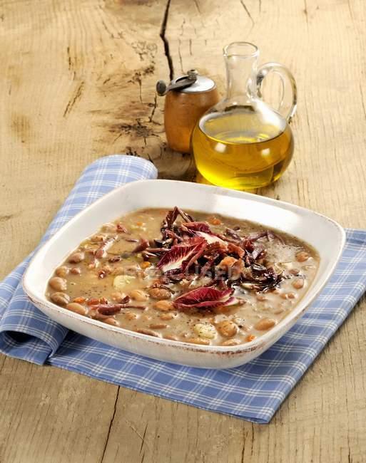 Zuppa di fagioli e radicchio — Foto stock